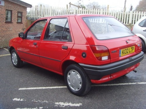 Ford Fiesta 1.1 1992 photo - 3