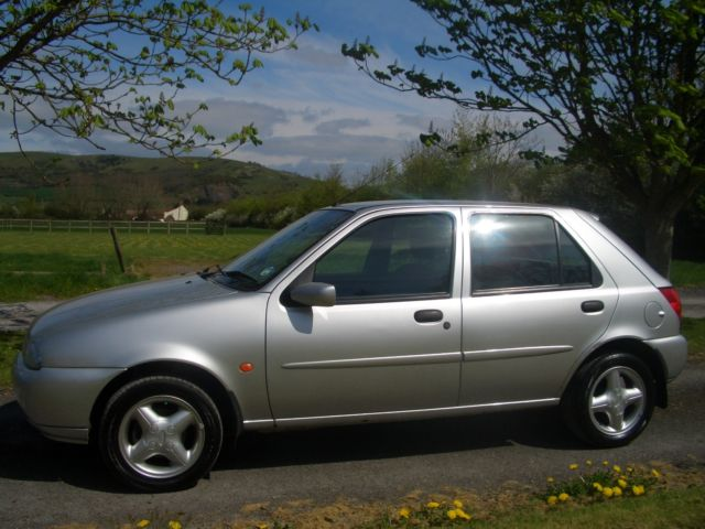 Ford Fiesta 1.25 1999 photo - 7