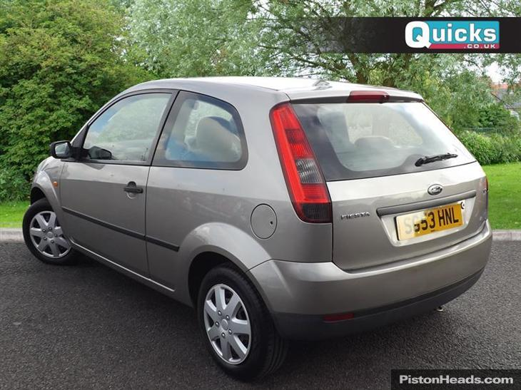 Ford Fiesta 1.25 2003 photo - 12