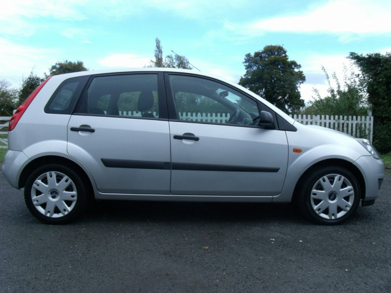 Ford Fiesta 1.25 2005 photo - 1