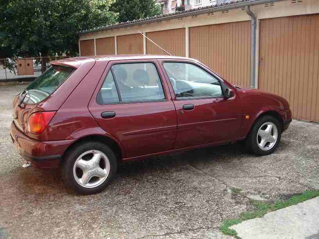 Ford Fiesta 1.3 1998 photo - 1