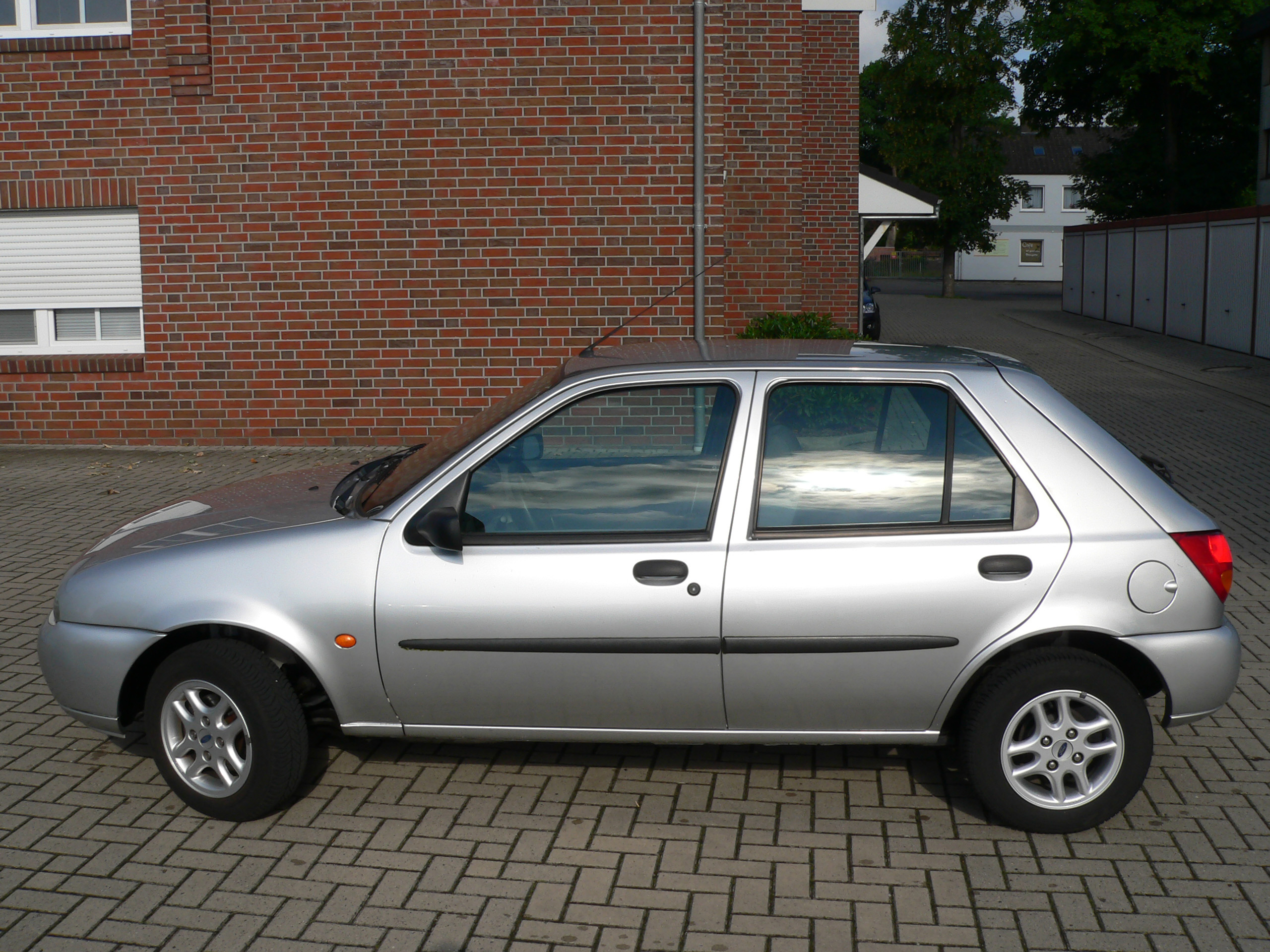 Ford Fiesta 1.3 1998 photo - 9