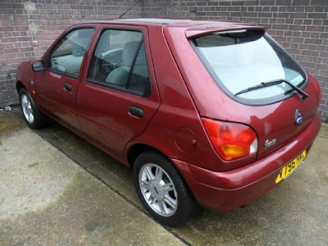 Ford Fiesta 1.3 1999 photo - 1
