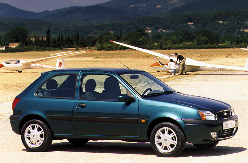Ford Fiesta 1.3 1999 photo - 12