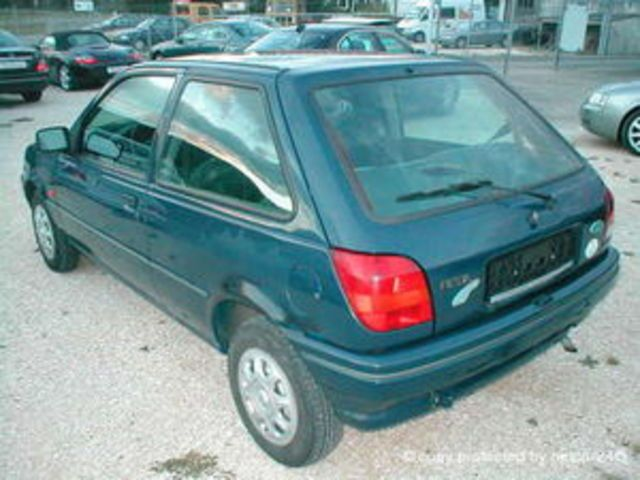 Ford Fiesta 1.3i 1994 photo - 11