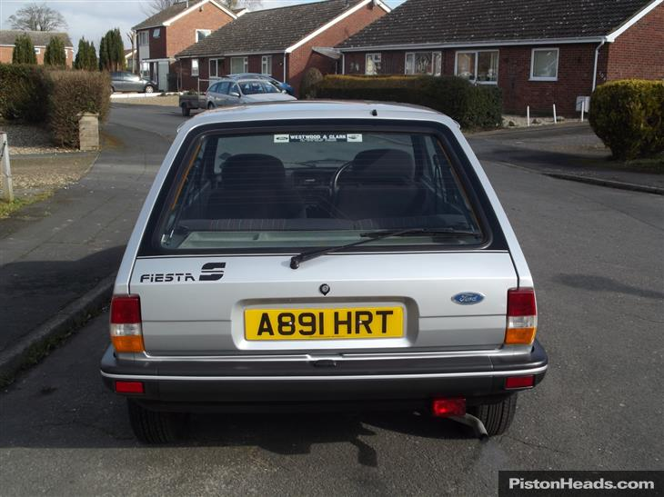 Ford Fiesta 1.4 1984 photo - 6