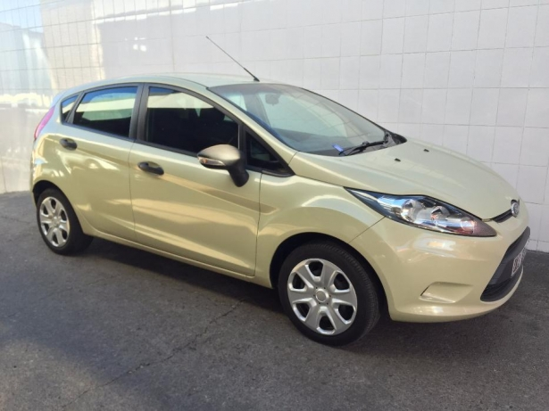 Ford Fiesta 1.4 2010 photo - 12