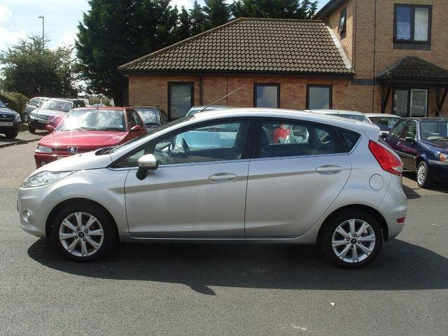 Ford Fiesta 1.4 2010 photo - 3