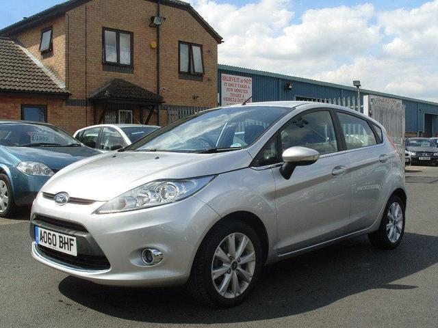 Ford Fiesta 1.4 2010 photo - 4