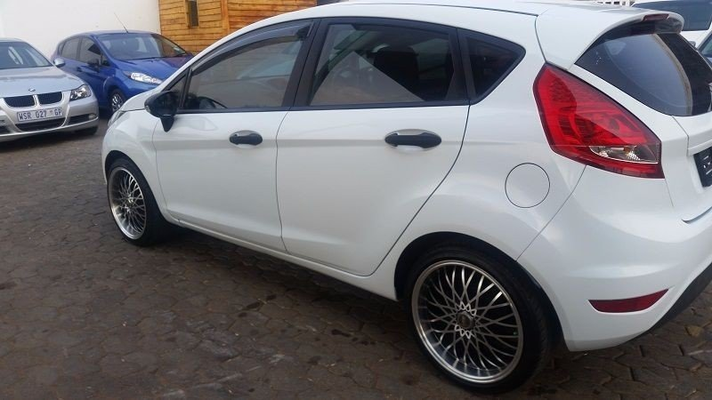 Ford Fiesta 1.4 2010 photo - 7