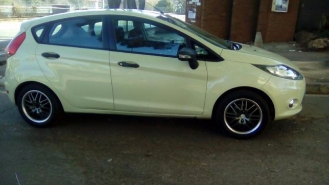 Ford Fiesta 1.4 2010 photo - 9