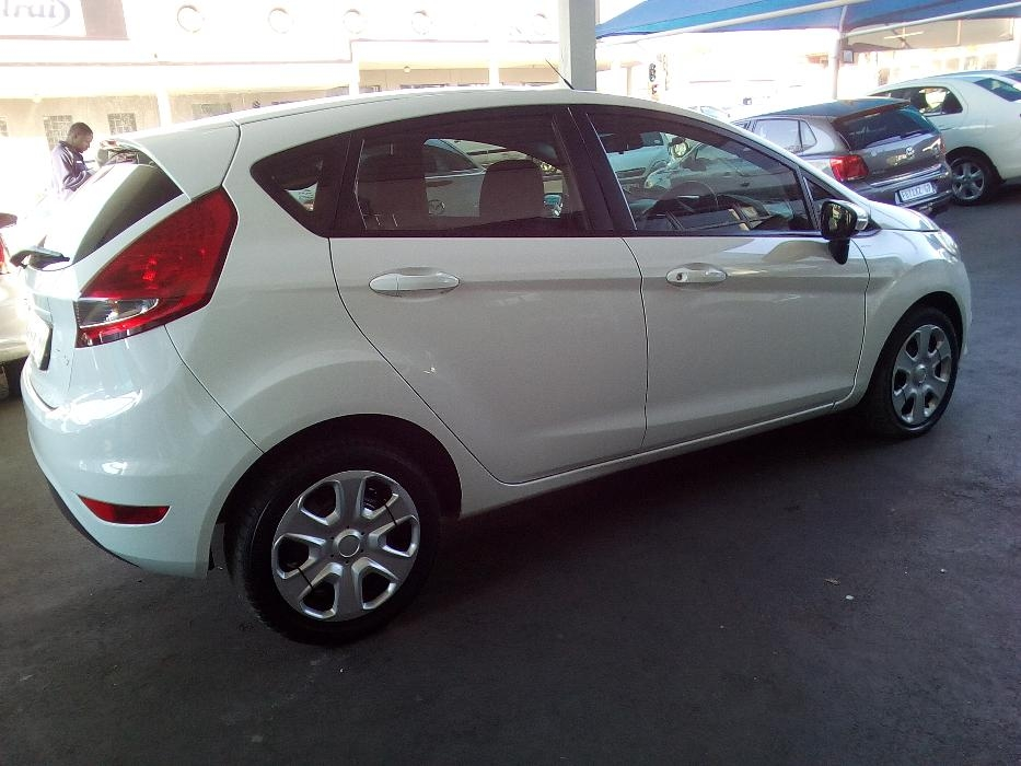 Ford Fiesta 1.4 2011 photo - 10