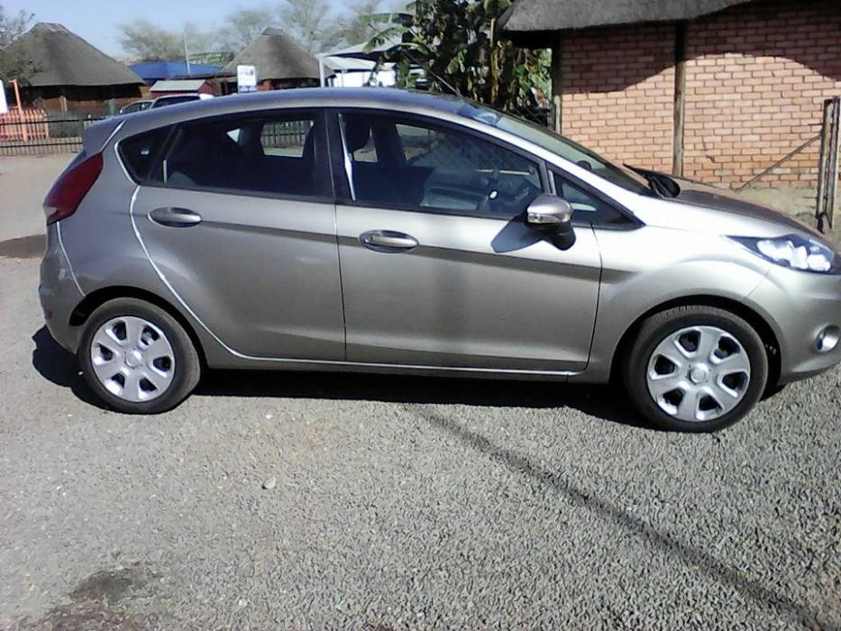 Ford Fiesta 1.4 2011 photo - 12