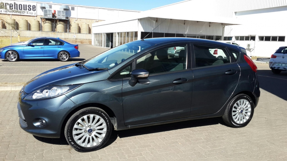 Ford Fiesta 1.4 2011 photo - 2