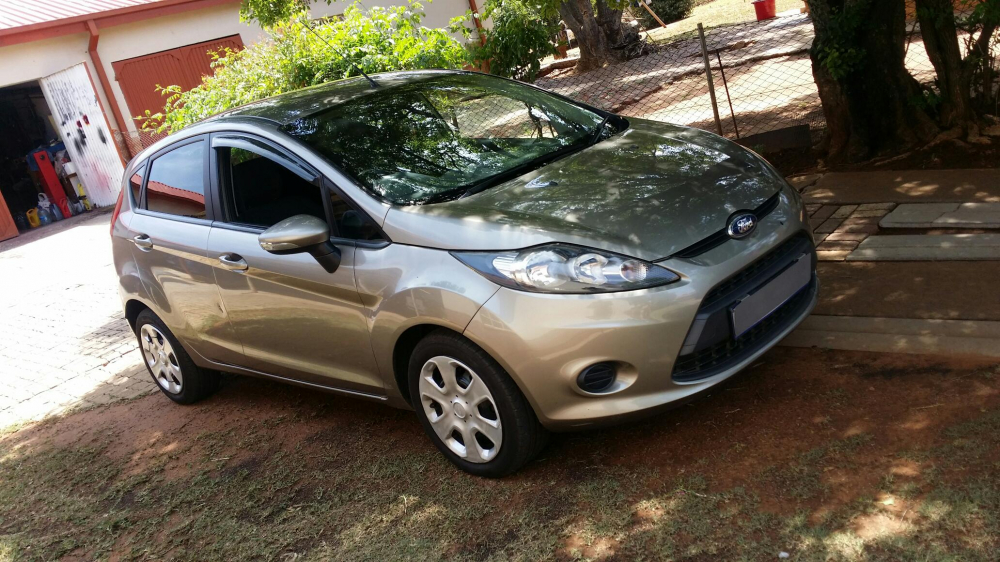 Ford Fiesta 1.4 2011 photo - 5