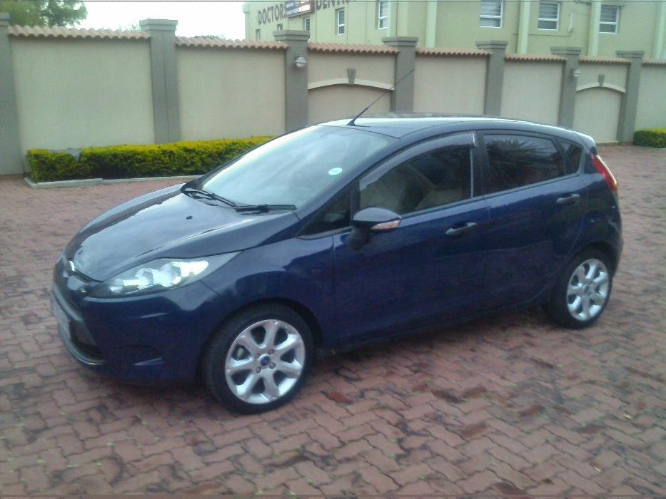 Ford Fiesta 1.4 2012 photo - 8