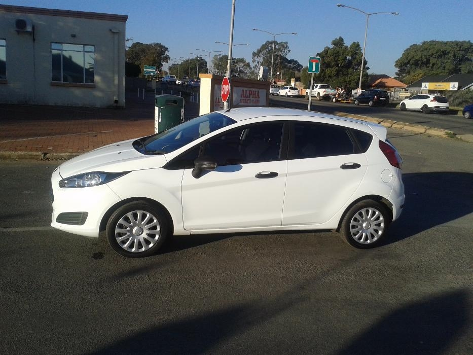 Ford Fiesta 1.4 2014 photo - 8