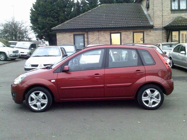 Ford Fiesta 1.4TDCi 2008 photo - 4