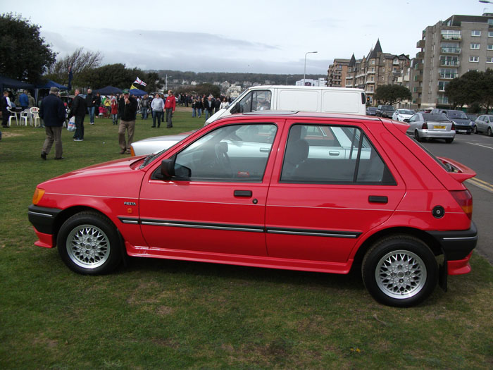 Ford Fiesta 1.4i 1990 photo - 8