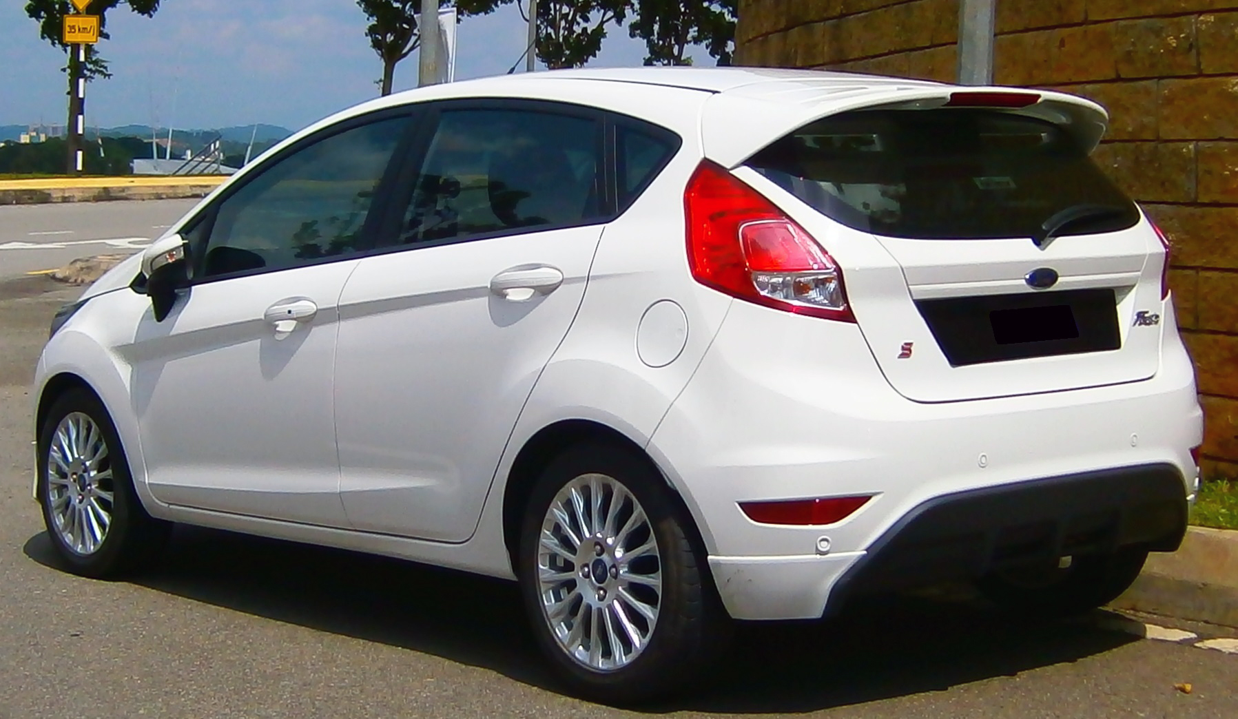 Ford Fiesta 1.5 2013 photo - 5
