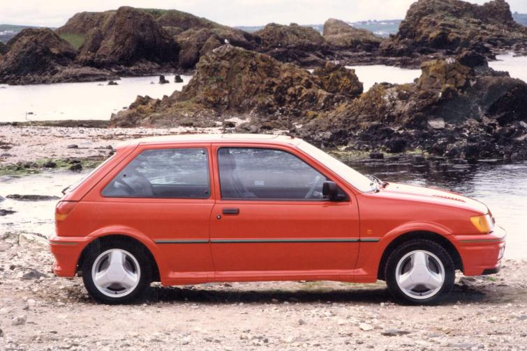 Ford Fiesta 1.6 1992 photo - 6