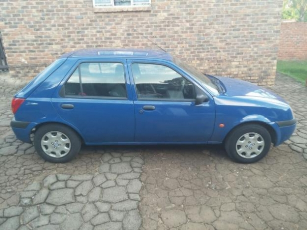 Ford Fiesta 1.6 2002 photo - 11