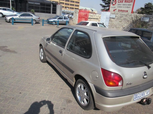 Ford Fiesta 1.6 2002 photo - 12