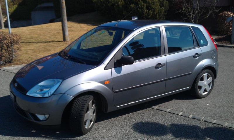 Ford Fiesta 1.6 2002 photo - 9