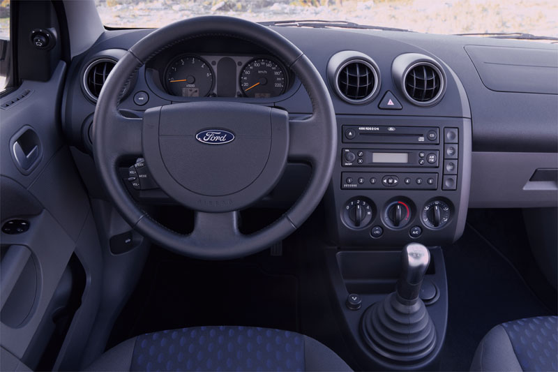 Ford Fiesta 1.6 2004 photo - 12