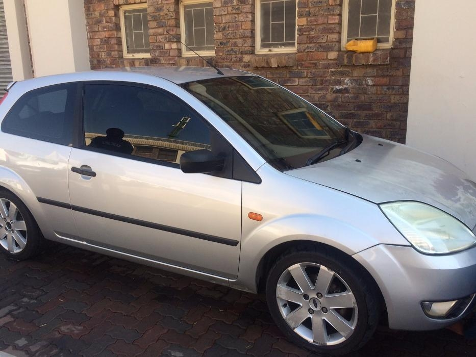 Ford Fiesta 1.6 2004 photo - 5
