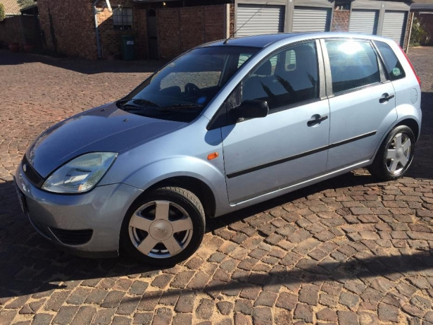 Ford Fiesta 1.6 2005 photo - 3