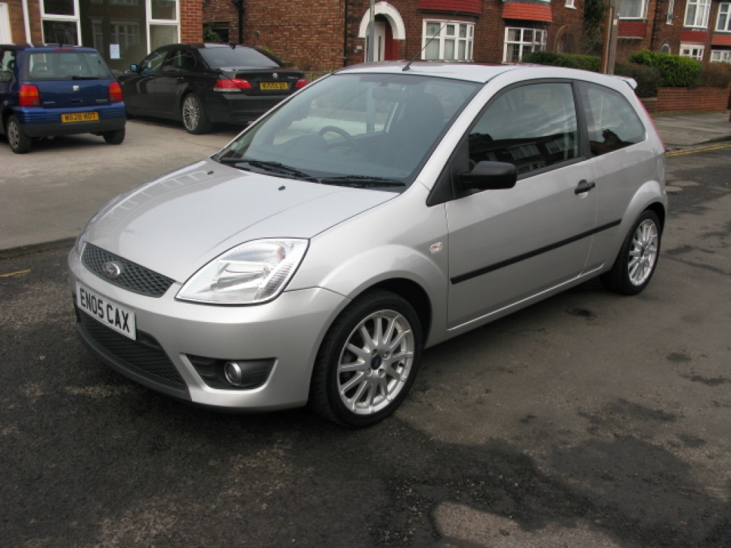 Ford Fiesta 1.6 2005 photo - 5
