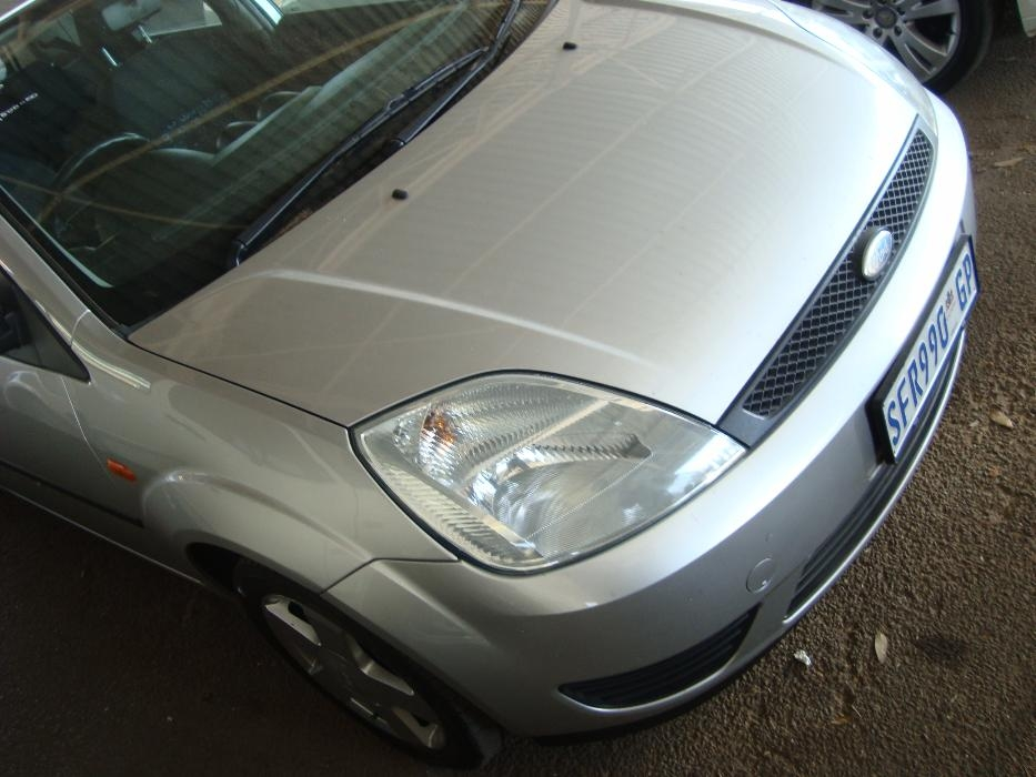 Ford Fiesta 1.6 2005 photo - 9