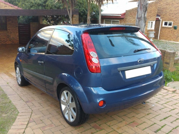 Ford Fiesta 1.6 2006 photo - 6