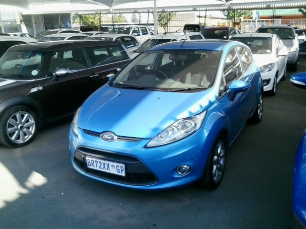 Ford Fiesta 1.6 2010 photo - 12