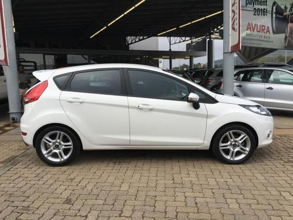 Ford Fiesta 1.6 2011 photo - 4