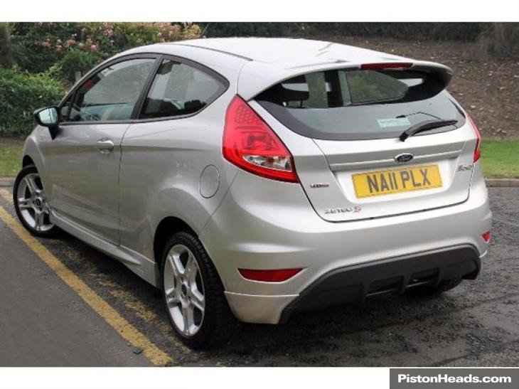 Ford Fiesta 1.6 2011 photo - 7