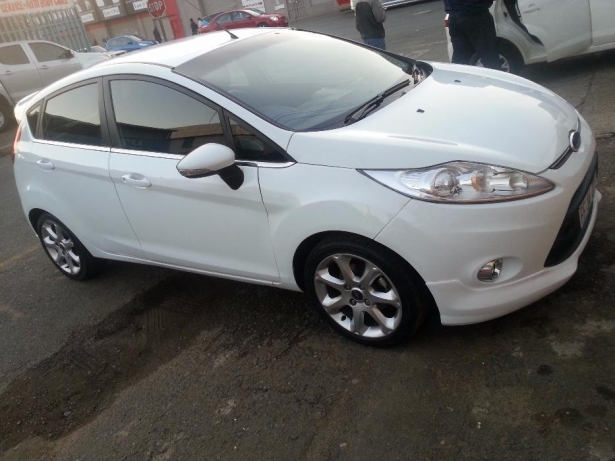 Ford Fiesta 1.6 2012 photo - 5