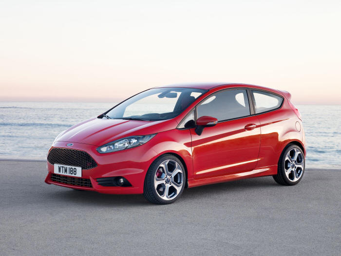 Ford Fiesta 1.6 2013 photo - 2