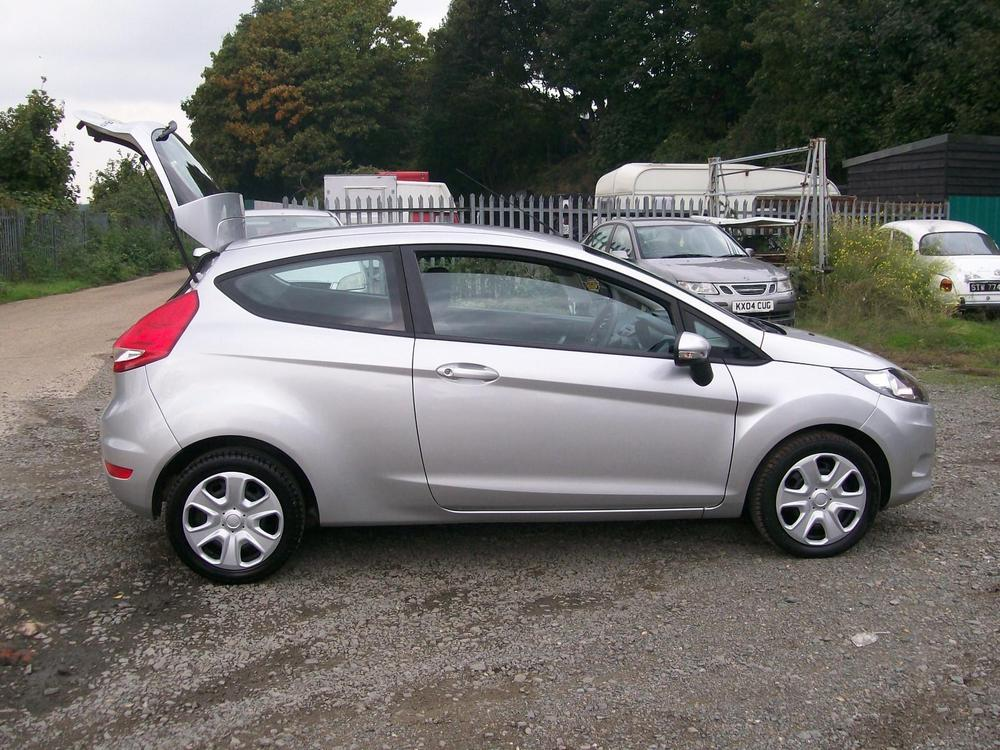 Ford Fiesta 1.6TDCi 2013 photo - 11