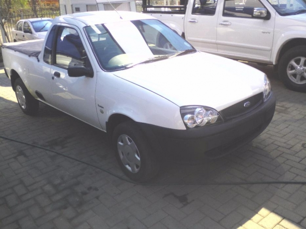 Ford Fiesta 1.6i 1993 photo - 12