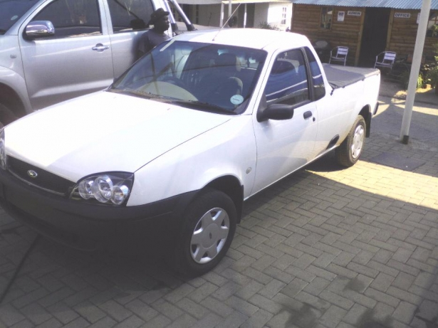 Ford Fiesta 1.6i 1993 photo - 6