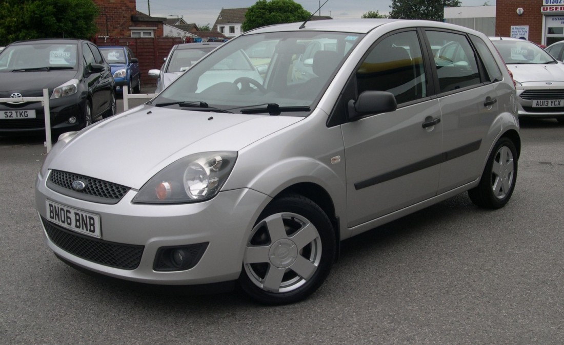 Ford Fiesta 1.8 2006 photo - 2