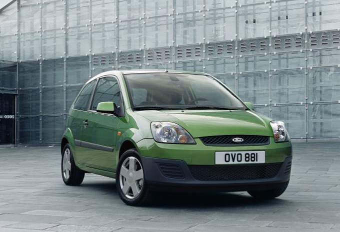 Ford Fiesta 2.0 2002 photo - 2