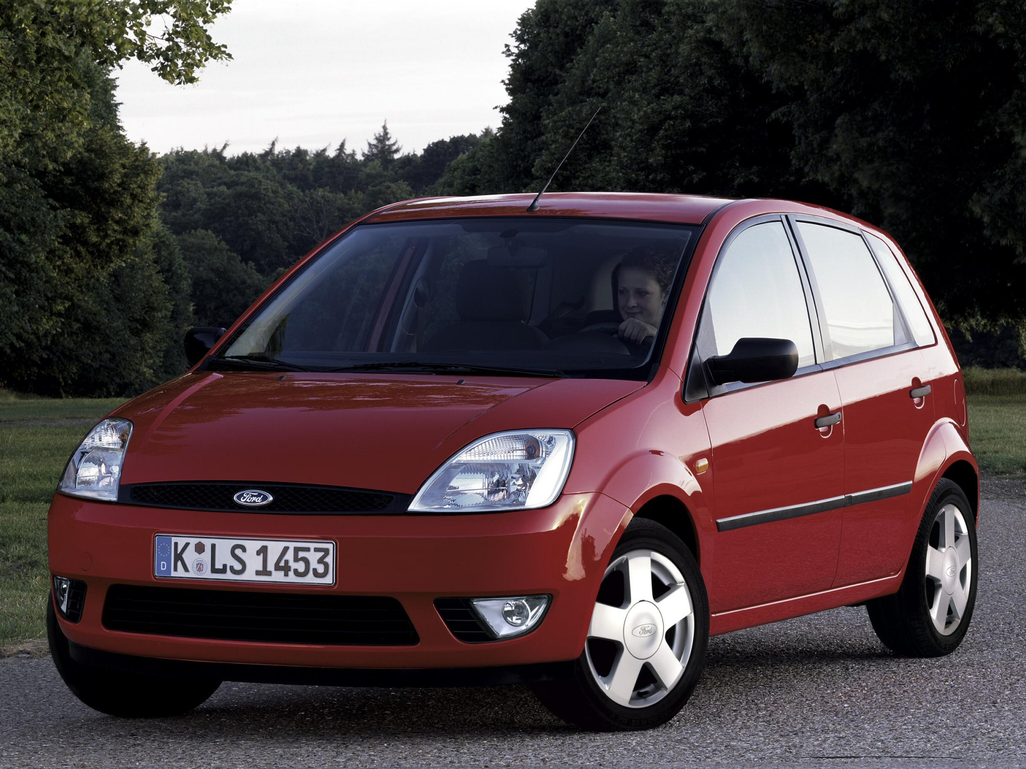 Ford Fiesta 2.0 2002 photo - 3