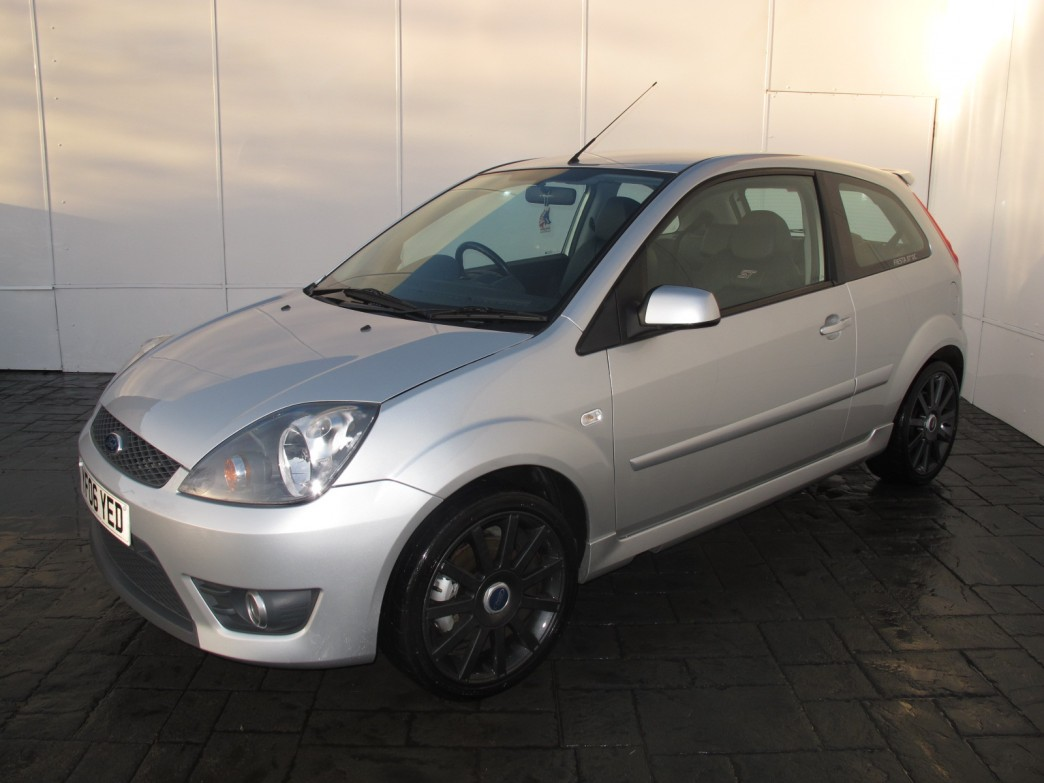 Ford Fiesta 2.0 2006 photo - 5