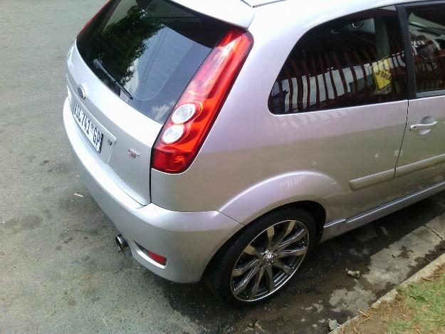 Ford Fiesta 2.0 2006 photo - 8