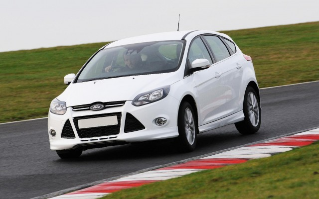 Ford Focus 1.0 2012 photo - 2
