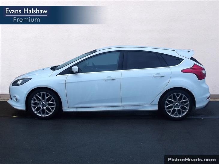 Ford Focus 1.0 2013 photo - 10