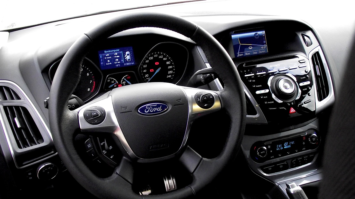Ford Focus 1.0 2013 photo - 12